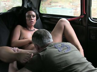 Amateur black haired girl drilled by nympho driver