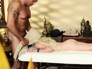 Dumb massage babe gets facial from masseur