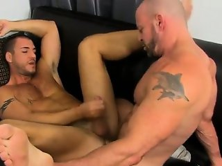 Gay porn Or that\'s what insatiable musclebound hunk Casey Wi