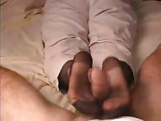 Footjob from mommy-ohlawd