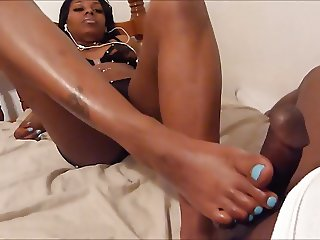 Diamond's footjob