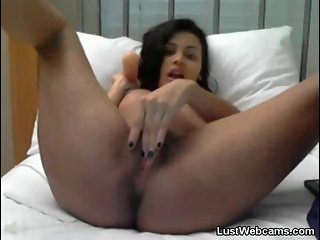 Pregnant cam girl plays with her pussy