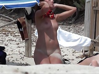 AMATEUR NUDE GIRLS IN BEACH SHOWING PUSSY NIPPLE 18