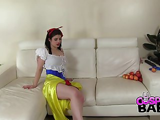 COSPLAY BABES Was Snow White poisoned