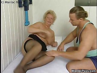 Deep massage for fat old cunt