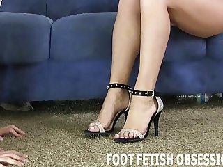 Worship my feet like a good little foot fetish freak