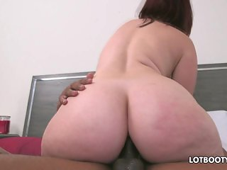 Unreal phat booty for anal