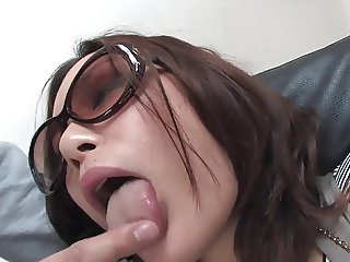 Slutty girl in sunglasses give epic blowjob to partner