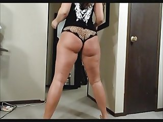 Huge PAWG Ass Shake 3