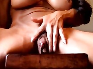 A big clit muscled woman masturbate