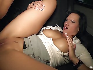 BumsBus - German hottie Sina Velvet gets facial in the car