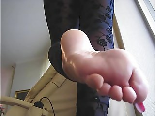 Lady Barbara feet on face