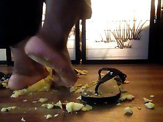 Tiye uses her pretty FEET to SMASH 3 apples into pieces!