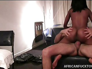 Amateur African shows off her talents