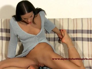 Sexy Gymnast Girl Dildosex and Foot licking