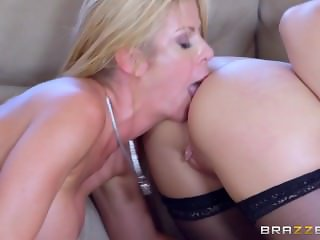 Brazzers - Anastasia Hart gives a dirty lil massage