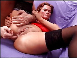 Hot babe gets mouth abd cunt cock fucked