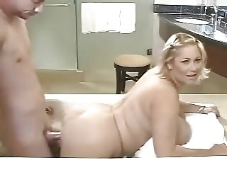BBW Cougar Neighbor Fucking in Bathtub
