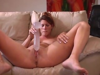 Amateur fucks herself to a squirting orgasm.