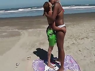 Hot Brazilain Girls Hot deep Kissing E7