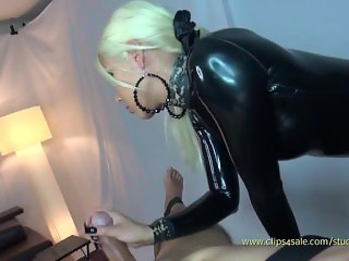 Latex Queen Draining Slave 3 times