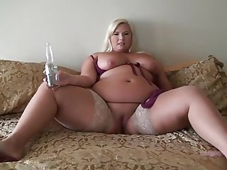 Beer bottle sex for this PAWG