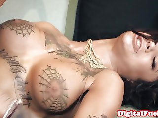 Squirting gothic babe gets throatfucked