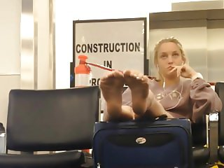 Sexy soles in airport !