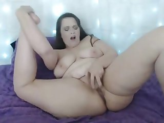 Curvaceous mature Corinne with huge ass and pretty feet