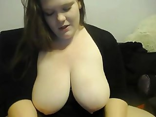 Deliciously curvy redhead with sexy eyes and bubble butt