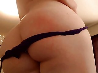 Sexy Babe with Big Fat Ass Teasing on Cam