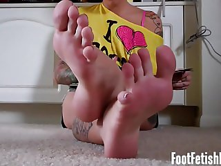 I think you might be addicted to womens feet