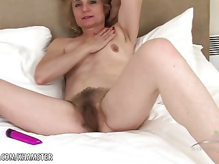 Isabella toys her hairy mature twat