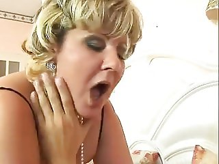 Bouncy ass mature anal fucked