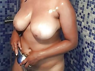 My wife nude big boobs big ass after shower