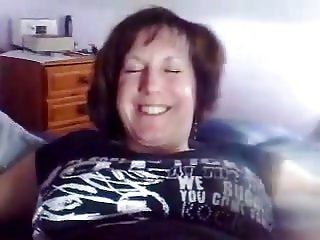 UK Mature get masterbated and squirts.mp4