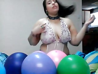 Ginger Paris Having Fun With Balloons Cam Masturbation