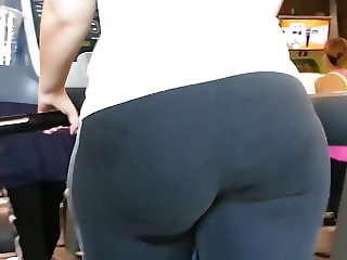 big ass milf in the gym