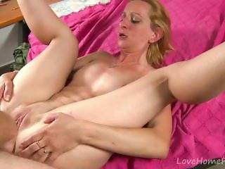 Petite Blonde Shows She Has No Limits