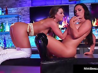 Lesbo Nikki Benz & Abigail Mac Furiously Lick & Finger Cunts