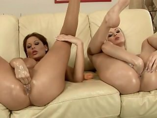 ROKO VIDEO-Alison and Bianca fist