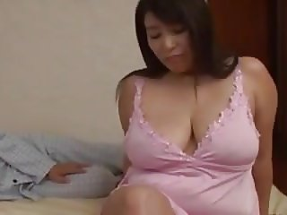 Japanese curvy mom