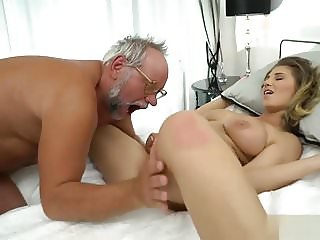 Young girl wakes up her old man to have sex