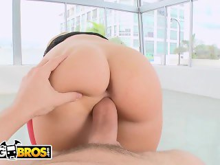 BANGBROS - PAWG Jessie Rogers' Juicy Big Ass Drives Preston Parker Crazy
