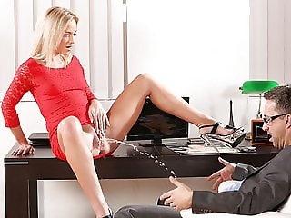 Piss Fuck - Vinna Reed gets wet and messy in sex session