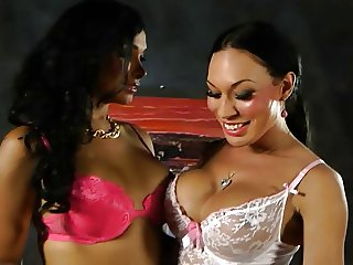 Vaniity & Mia Isabella Shemale on Shemale
