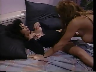 Gorgeous lesbo tongue action featuring oldies blonde and brunette