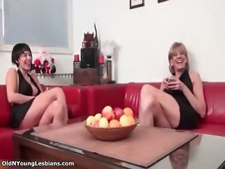 Sexy blonde lesbian gets horny showing part4