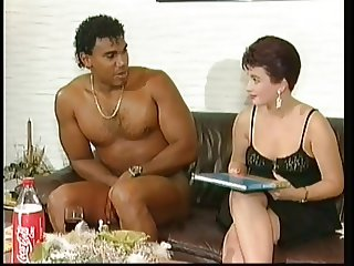 White lady get suprised by a naked black cock