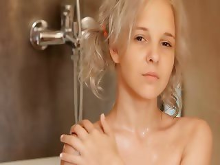 Shaving of beautiful 18yo blondie pussy